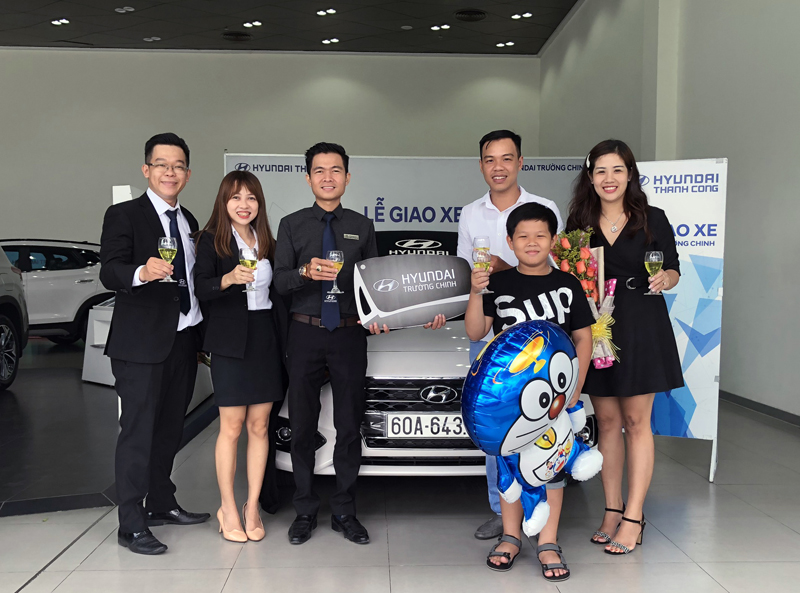 le-giao-xe-accent-hyundai-truong-chinh-oanh-apple